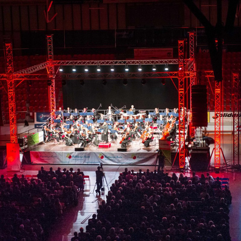 orkiestra na scenie