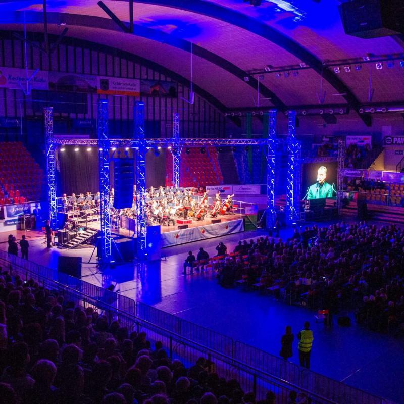 oświetlenie, orkiestra na scenie