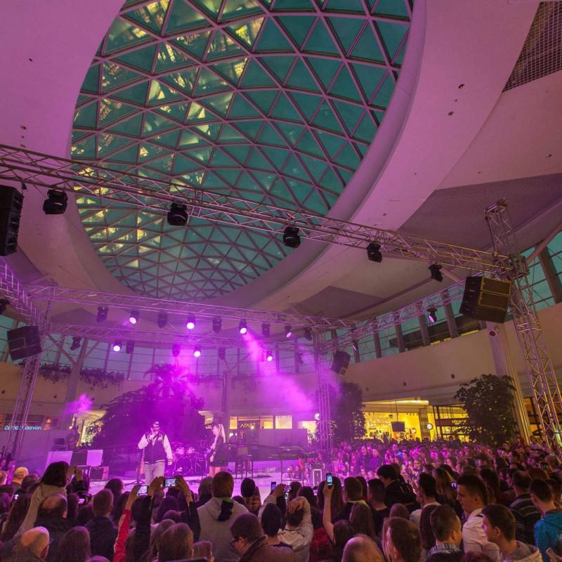 oswietlenie  na scenie, koncert walentynkowy