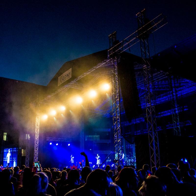 disco polo, światła, noc